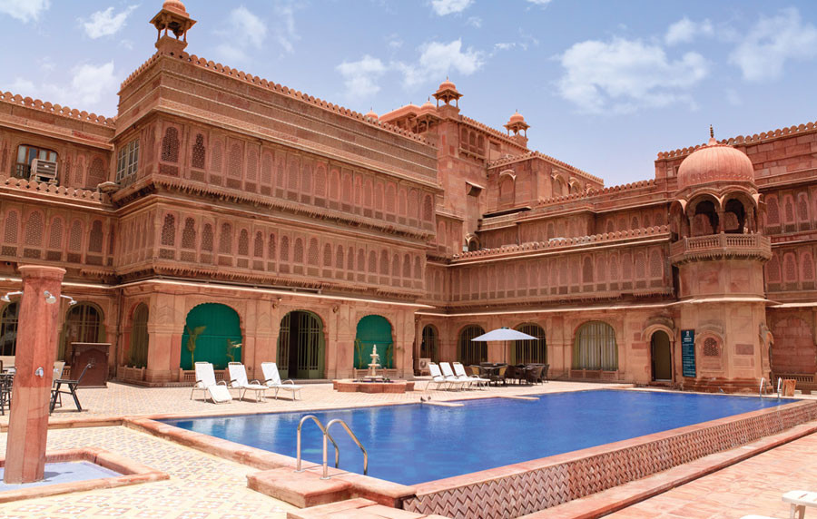 Hotel-Laxmi-Niwas-Palace