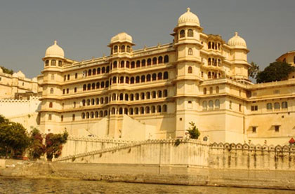 Udaipur with Forts & Temples Tour